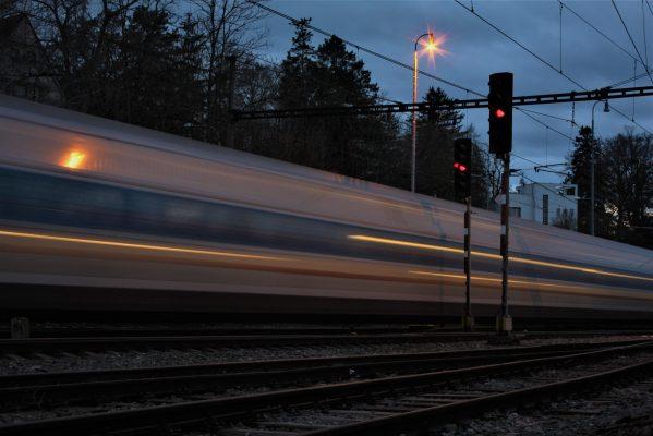 Podvečerní vlak na Prahu   foto: Daniel Holeček
